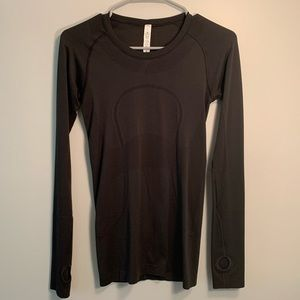 ✨Lululemon black long sleeve shirt✨